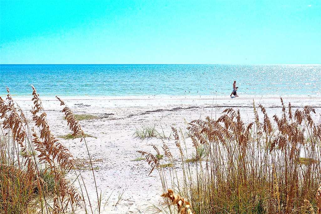 Sandarac A709 2 BedroomsSleeps 5 Gulf Front Elevator Heated Pool Condo rental in Sandarac in Fort Myers Beach Florida - #31