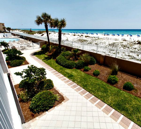 Well-maintained landscaping surrounds the paths patios and other outdoor areas at Island Princess Fort Walton.