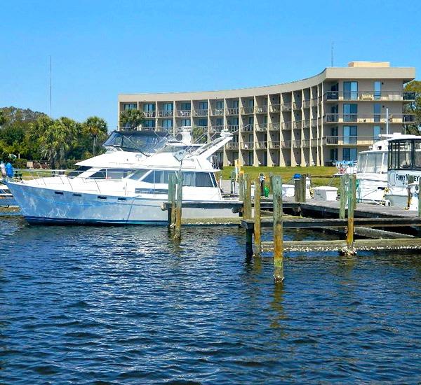 Pirates' Bay Guest Chambers & Marina