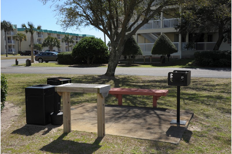 Barbecue grilling area at Gulf Shores Plantation