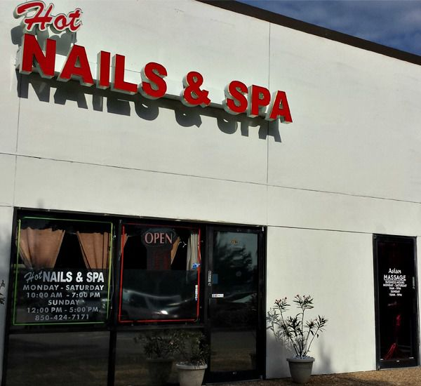 Hot Nails & Spa in Destin Florida