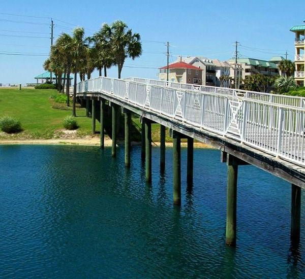 Easy access to the beach at Amalfi Coast Resort  in Destin Florida.
