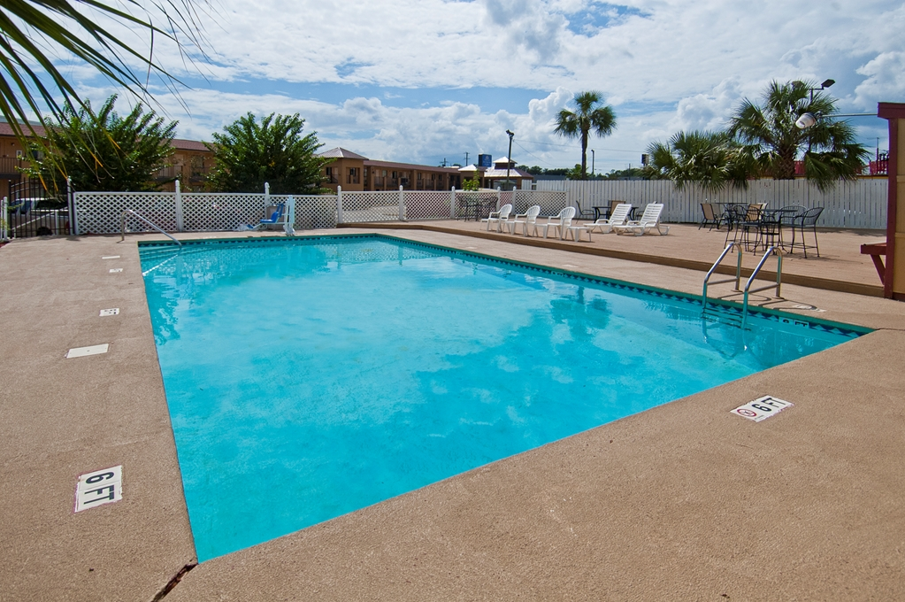 Americas Best Value Inn in Pensacola FL 23
