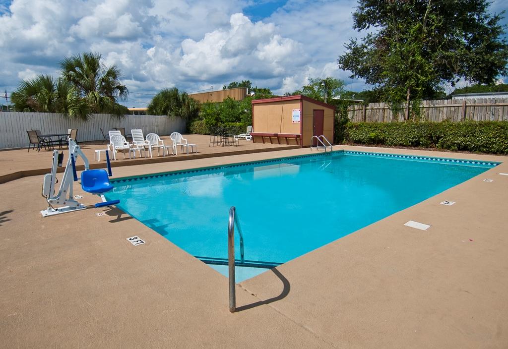 Americas Best Value Inn in Pensacola FL 24