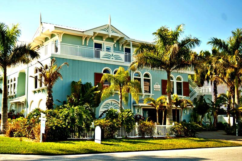 Palm Gables  - https://www.beachguide.com/anna-maria-island-vacation-rentals-palm-gables-8416657.jpg?width=185&height=185