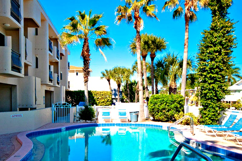 Sunset Terrace - https://www.beachguide.com/anna-maria-island-vacation-rentals-sunset-terrace-8416658.jpg?width=185&height=185