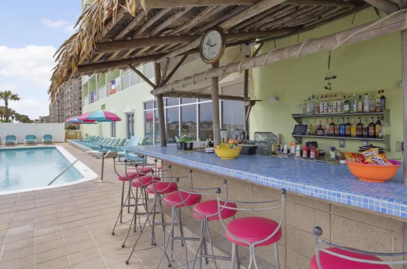 Best Western Ft Walton Poolside Bar