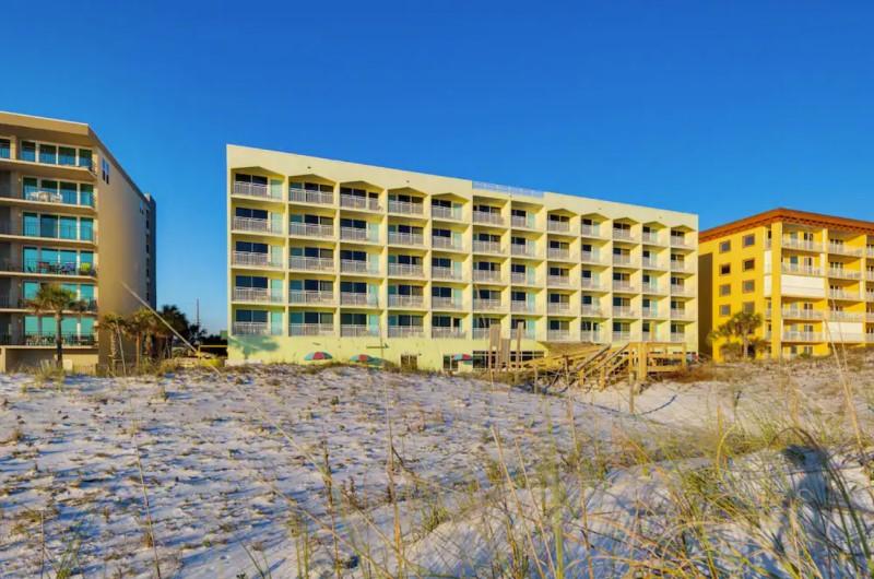 Best Western Beachfront Hotel - https://www.beachguide.com/best-western-beachfront-hotel--168-0-20216-712.jpg?width=185&height=185