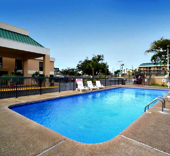 Best Western Oak Manor - https://www.beachguide.com/biloxi-vacation-rentals-best-western-oak-manor-8367194.jpg?width=185&height=185