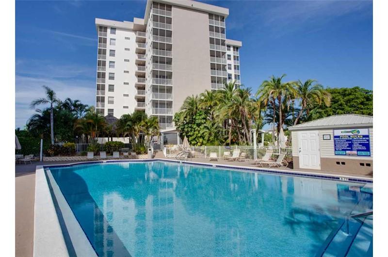 Bonita Beach & Tennis Club - https://www.beachguide.com/bonita-springs-vacation-rentals-bonita-beach--tennis-club-8463605.jpg?width=185&height=185