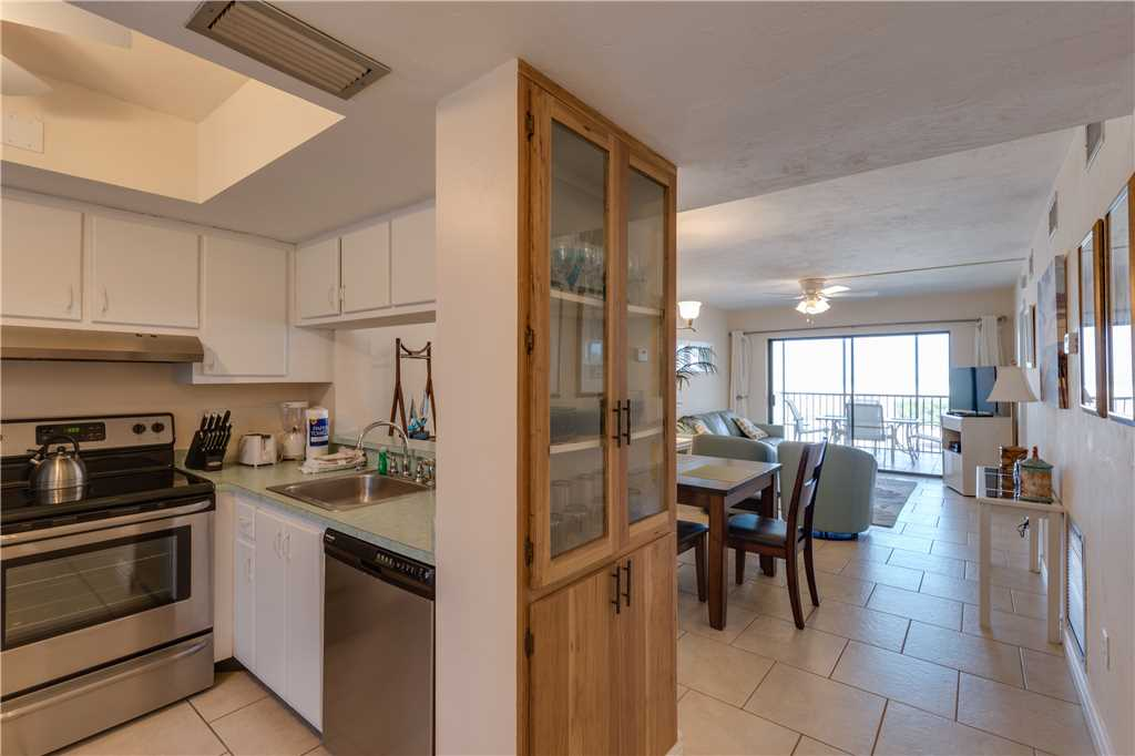 Carlos Pointe 113 2 Bedrooms Gulf Front Elevator Heated Pool Sleeps 6 Condo rental in Carlos Pointe in Fort Myers Beach Florida - #9