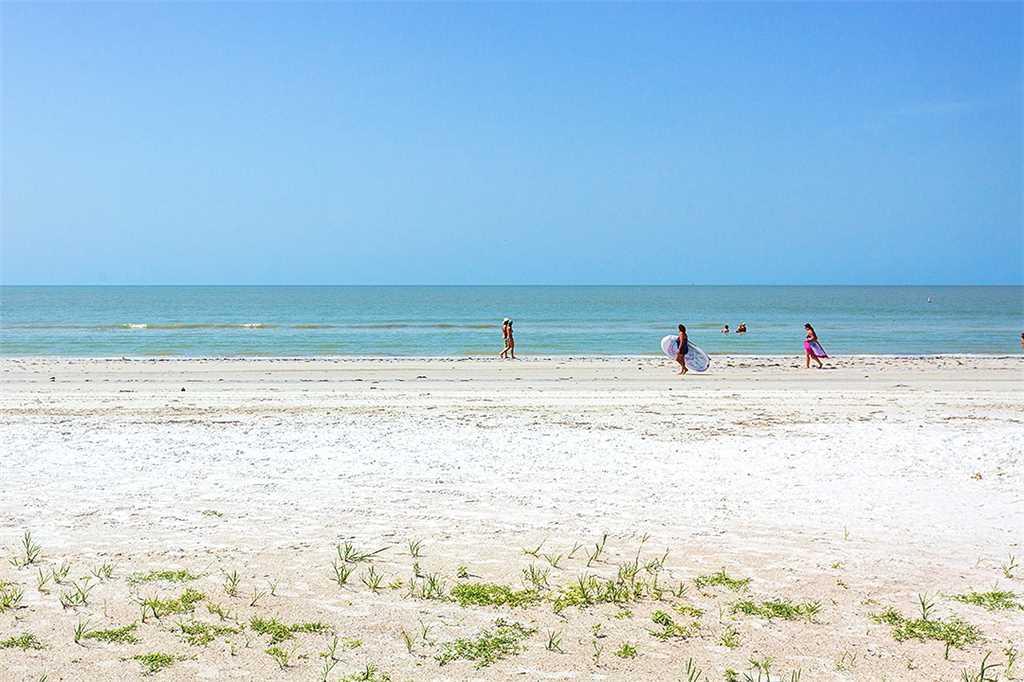 Carlos Pointe 212 2 Bedrooms Heated Pool Gulf Front Elevator Sleeps 4 Condo rental in Carlos Pointe in Fort Myers Beach Florida - #32