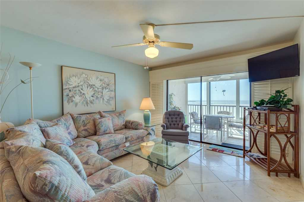 Carlos Pointe 213 2 Bedrooms Gulf Front Elevator Heated Pool Sleeps 4 Condo rental in Carlos Pointe in Fort Myers Beach Florida - #3