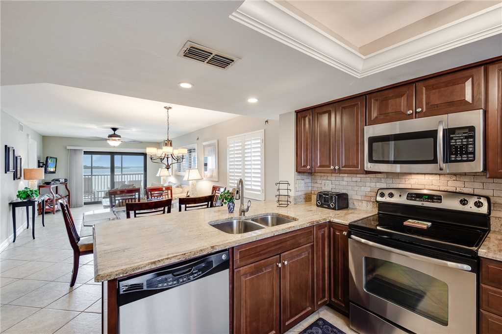 Carlos Pointe 236 2 Bedrooms Gulf Front Elevator Heated Pool Sleeps 6 Condo rental in Carlos Pointe in Fort Myers Beach Florida - #10