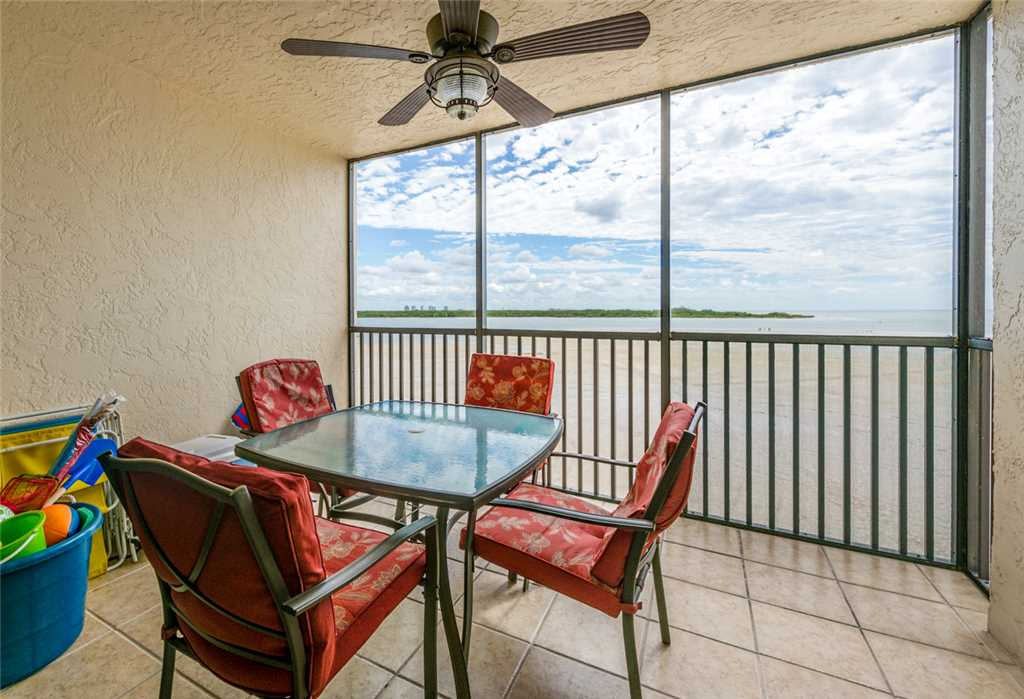 Carlos Pointe 333 2 Bedrooms Gulf Front Elevator Heated Pool Sleeps 6