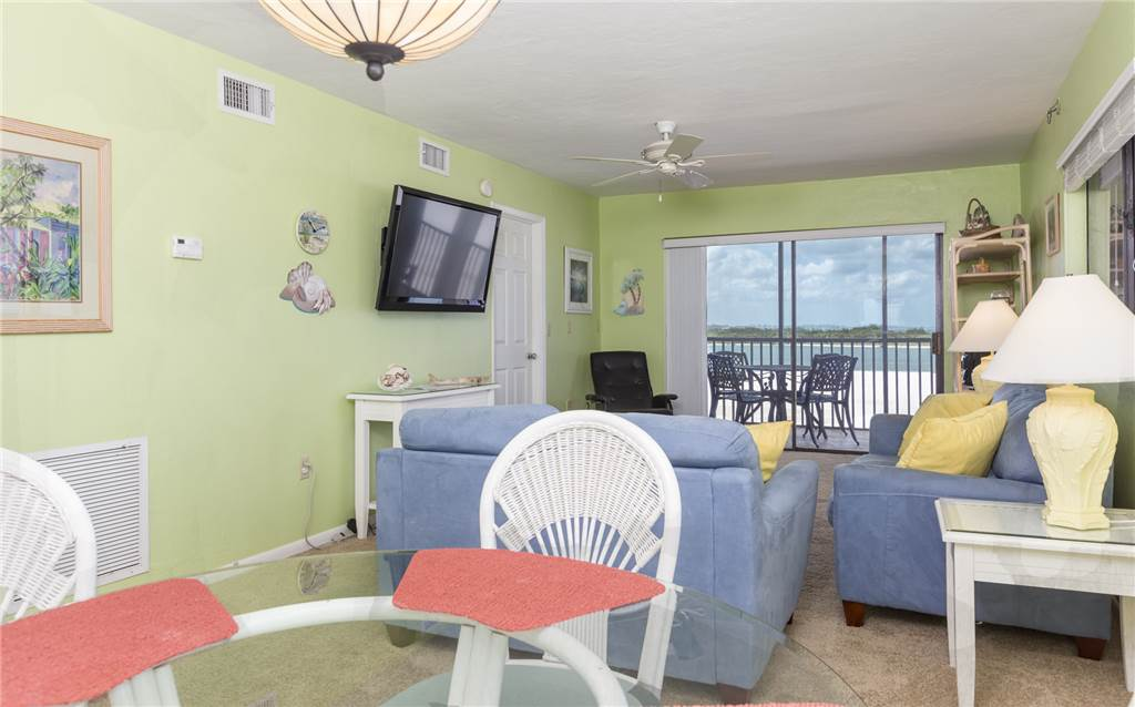 Carlos Pointe 536 2 Bedrooms Gulf Front Elevator Heated Pool Sleeps 6 Condo rental in Carlos Pointe in Fort Myers Beach Florida - #5