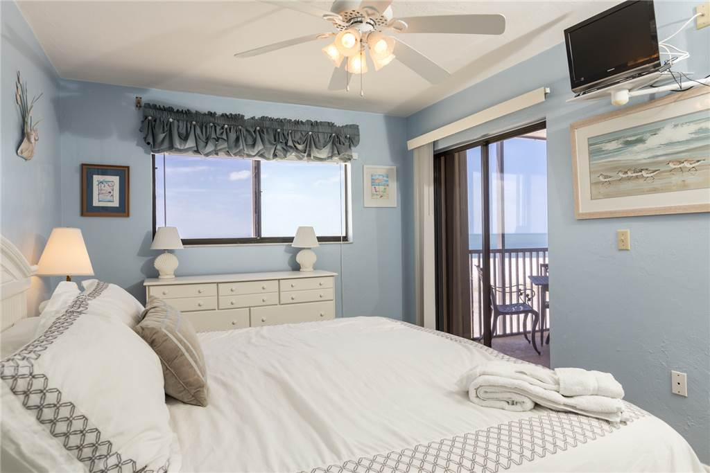 Carlos Pointe 536 2 Bedrooms Gulf Front Elevator Heated Pool Sleeps 6 Condo rental in Carlos Pointe in Fort Myers Beach Florida - #9