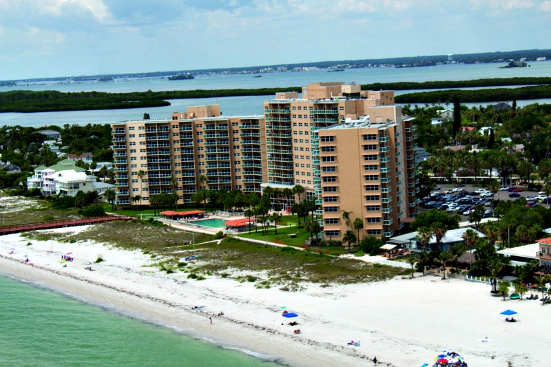 Regatta Beach Club - https://www.beachguide.com/clearwater-beach-vacation-rentals-regatta-beach-club-8416648.jpg?width=185&height=185