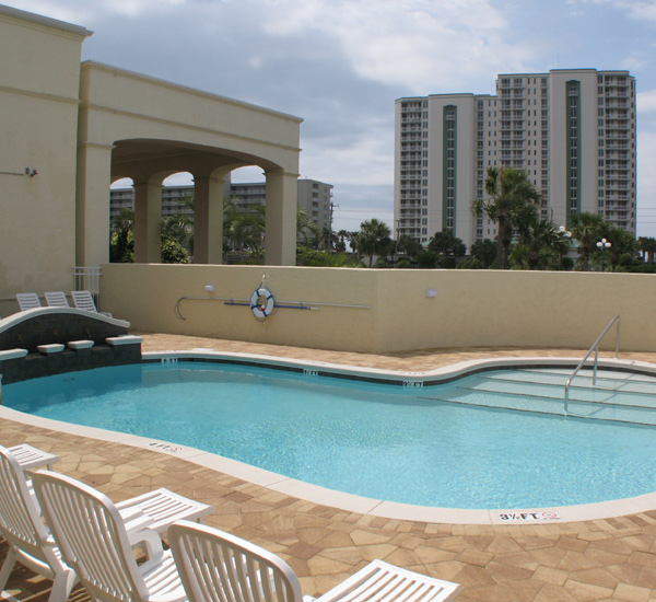 The outdoor pool at Club Destin Resort in Destin Florida