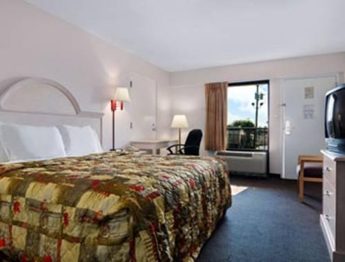 Days Inn & Suites Navarre Conference Center in Navarre FL 73