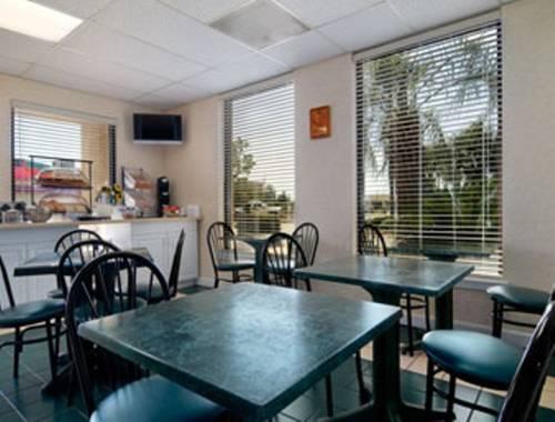 Days Inn & Suites Navarre Conference Center in Navarre FL 74