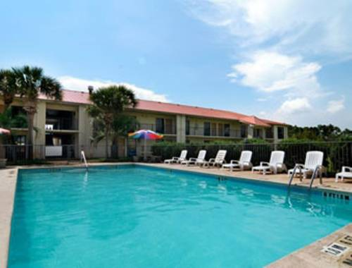 Days Inn & Suites Navarre Conference Center in Navarre FL 48