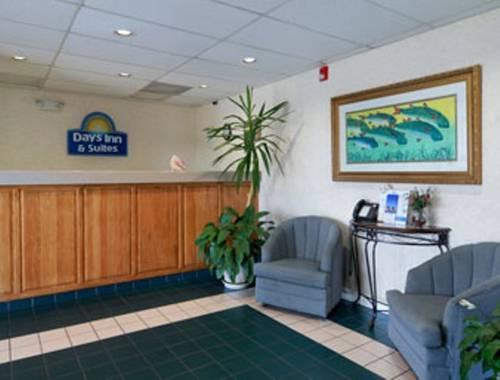 Days Inn & Suites Navarre Conference Center in Navarre FL 50