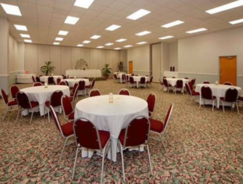 Days Inn & Suites Navarre Conference Center in Navarre FL 52