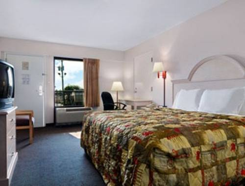 Days Inn & Suites Navarre Conference Center in Navarre FL 59