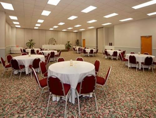 Days Inn & Suites Navarre Conference Center in Navarre FL 08