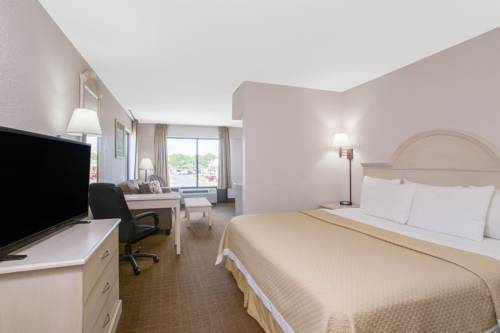 Days Inn & Suites Navarre Conference Center in Navarre FL 17