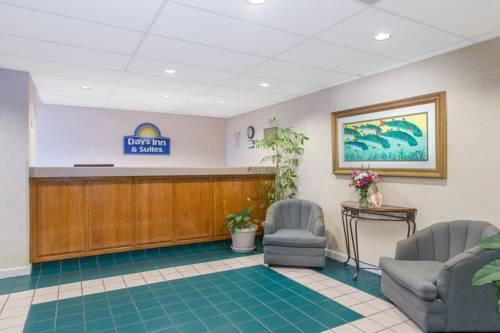 Days Inn & Suites Navarre Conference Center in Navarre FL 22
