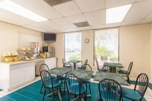 Days Inn & Suites Navarre Conference Center in Navarre FL 33