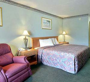 A bedroom at the Days Inn Destin in Destin Florida