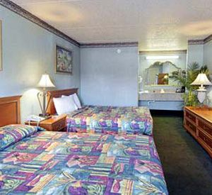 Double or two queen sized beds at the Days Inn Destin in Destin Florida