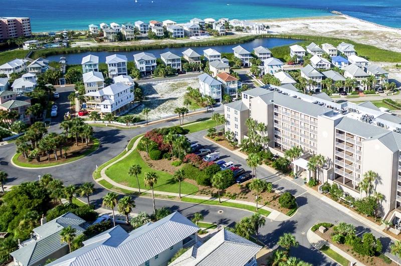 Destin Pointe - https://www.beachguide.com/destin-vacation-rentals-destin-pointe--1498-0-20216-4881.jpg?width=185&height=185