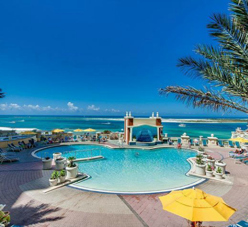 Emerald Grande's rooftop pool has amazing views of the Gulf and Destin Harbor