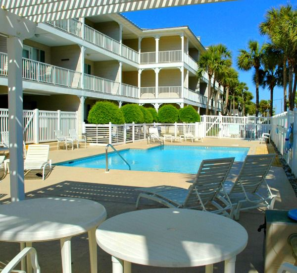 Relaxing pool area at Grand Caribbean Condo Rentals in Destin Florida
