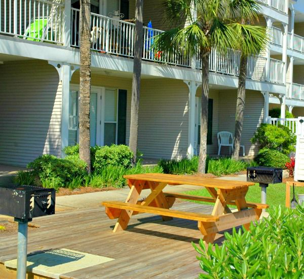 Enjoy a family cook-out and picnic at Grand Caribbean Condo Rentals in Destin Florida