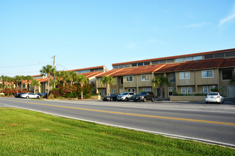Green Reef - https://www.beachguide.com/destin-vacation-rentals-green-reef-8723500.jpg?width=185&height=185