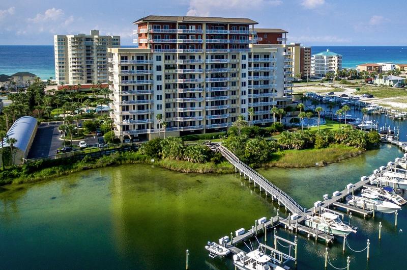 Harbor Landing - https://www.beachguide.com/destin-vacation-rentals-harbor-landing--1197-0-20216-4671.jpg?width=185&height=185