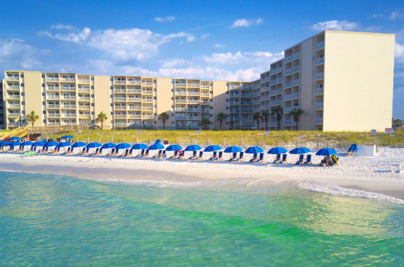 Holiday Surf & Racquet Club - https://www.beachguide.com/destin-vacation-rentals-holiday-surf--racquet-club-9227226.jpg?width=185&height=185