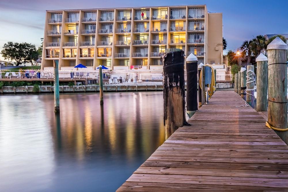 Inn on Destin Harbor  - https://www.beachguide.com/destin-vacation-rentals-inn-on-destin-harbor--456-0-20218-2081.jpg?width=185&height=185