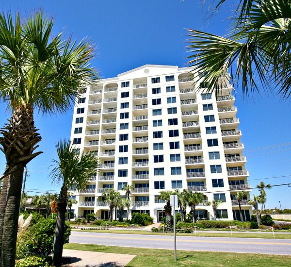 The building at Leeward Key Condominiums  in Destin Florida