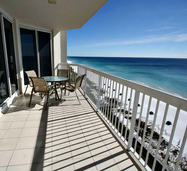 Long view of the beach from Silver Beach Towers Resort in Destin Florida