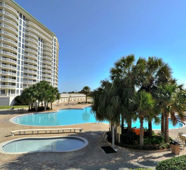 Pools and landscaping at Silver Shells Destin FL