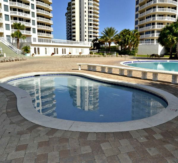 Outdoor hot tub at Silver Shells Destin FL