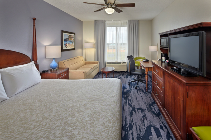 SummerPlace Inn - https://www.beachguide.com/destin-vacation-rentals-summerplace-inn-king-93-0-20211-751.jpg?width=185&height=185
