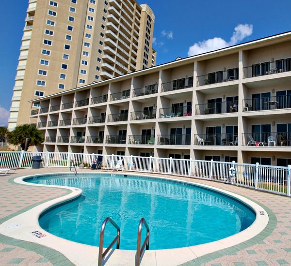 Great pool at Windancer Condominiums in Destin Florida