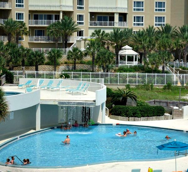 Pool and hot tub at Edgewater Beach Condominium in Destin Florida